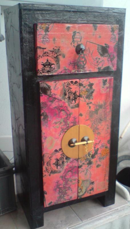 Meuble chinois en carton rouge et noir cr ations meuble for Decopatch meuble
