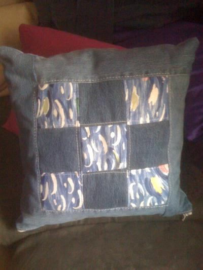 coussin en jeans pour la terrasse cr ation couture de arielle n 39 647 vue 1 841 fois. Black Bedroom Furniture Sets. Home Design Ideas