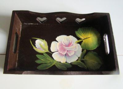Peinture de rose sur plateau en bois cr ation peinture for Peinture bois de rose
