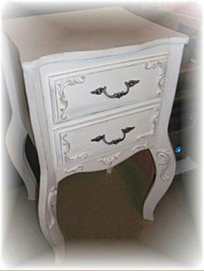 table de chevet style en carton cr ation meuble en carton de marjorie3824 n 41 318 vue 3 638. Black Bedroom Furniture Sets. Home Design Ideas