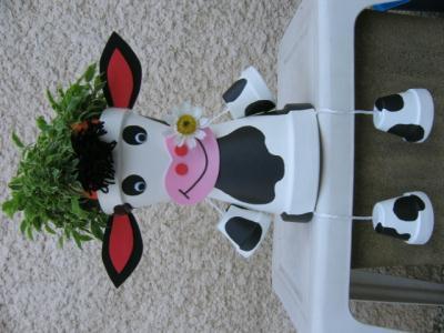 vache assise cr ation personnage en pot de stephanie01 n 41 684 vue 16 388 fois. Black Bedroom Furniture Sets. Home Design Ideas