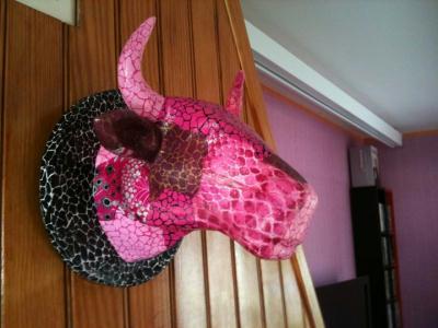 troph e t te de vache rose cr ation d copatch de aude9946 n 42 247 vue 3 224 fois. Black Bedroom Furniture Sets. Home Design Ideas