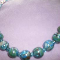 Collier perles multicolores en fimo avec perles en verre