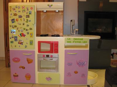 cuisine pour petite fille en carton cr ation meuble en carton de basca n 42 631 vue 4 692 fois. Black Bedroom Furniture Sets. Home Design Ideas