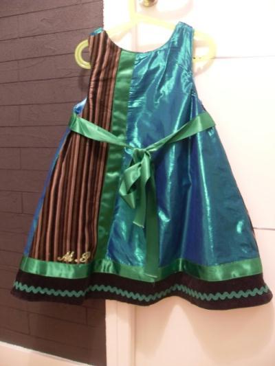robe enfant forme trapeze du livre intemporels cr ation couture de absolumentdeco n 44 403. Black Bedroom Furniture Sets. Home Design Ideas