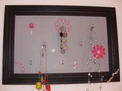 cr ation porte bijoux sous forme de tableau aux couleurs tendances cr ation home d co et. Black Bedroom Furniture Sets. Home Design Ideas