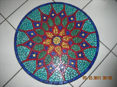 Cr ation table mosa que motif de la table bistrot pour de bonnes soir es d 39 t cr ation for Faire une table de jardin mosaique