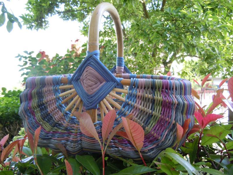 Cr ation panier osier arc en ciel en rotin fil multicolore cr ations van - Peindre panier en osier ...