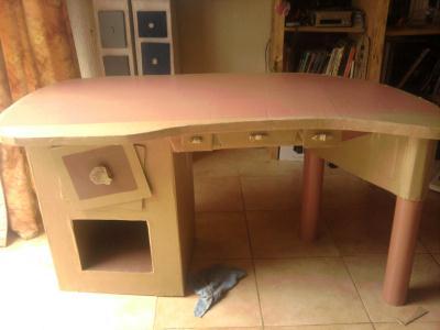 cr ation meuble en carton pour ado qui plait aussi aux adultes cr ation meuble en carton de. Black Bedroom Furniture Sets. Home Design Ideas