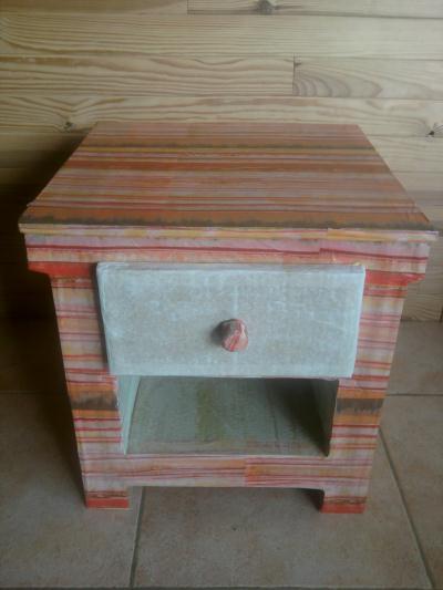 cr ation petite table de chevet en carton multicolore cr ation meuble en carton de vanessa09 n. Black Bedroom Furniture Sets. Home Design Ideas