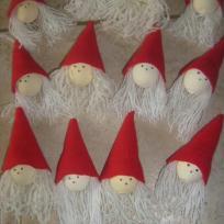 Création décoration de Noël : mes têtes de pères noel rouges et blancs
