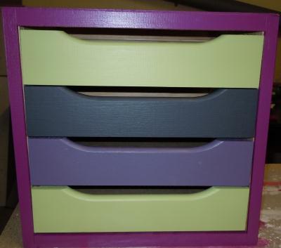 Peinture sur meuble en bois avec 4 tiroirs color s cr ation peinture multi supports de for Peinture sur meuble