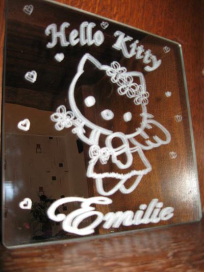 Gravure sur verre miroir hello kitty pour ma fille for Gravure sur miroir