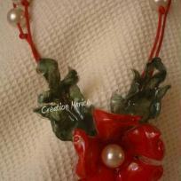 Bijoux en récup : bouteille d'eau transformé en collier fleur