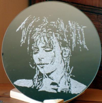 Gravure portrait sur miroir de mylene farmer cr ation for Gravure sur miroir