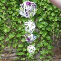 Fabrication bouquet de mariée sphère en dessous de la main