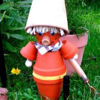 Création personnage en pot de terre cuite