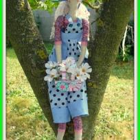 Création d'une poupée Tilda dans son jardin