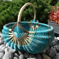 Création d'un panier en rotin filé teint