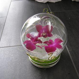 Création d'un cadeau dans une boule en plastique transparent, 3 ...