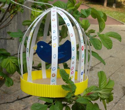 Cr ation d 39 une cage oiseaux en papier et boite de camembert par les enf - Creation en papier facile ...