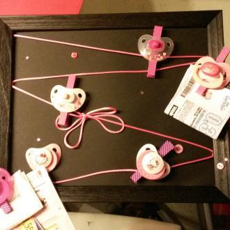 Création Pêle-mêle avec tétines de bébés