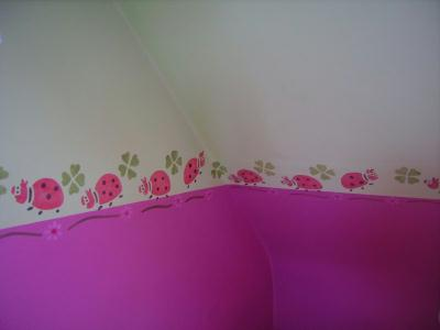 Frise coccinelle r alis au pochoir pour chambre d 39 enfant cr ation peinture multi supports de for Pochoirs chambre enfant